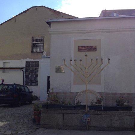Central Sofia Synagogue (Tsentralna Sofiiska Sinagoga): Court yard of Synagogue