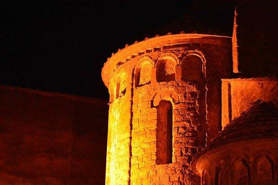 La Poggiolaia: San Lazzaro at night