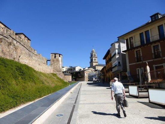 Hostal Virgen de la Encina: Street outside the castle, going up to the hostel