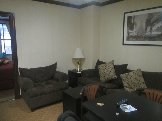Radio City Apartments: Living area