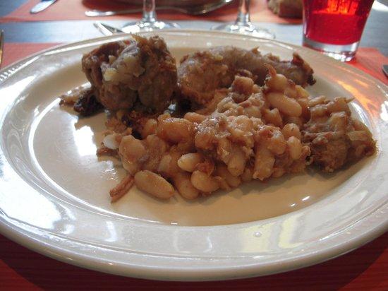 Brasserie Le Donjon: 土鍋から取り分けた鴨のカスレ