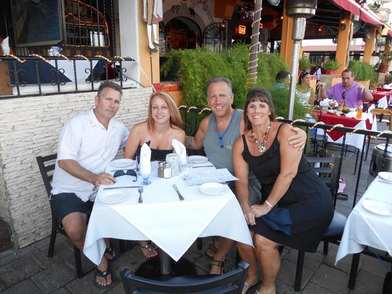 Pocho's Restaurant: Great friends!