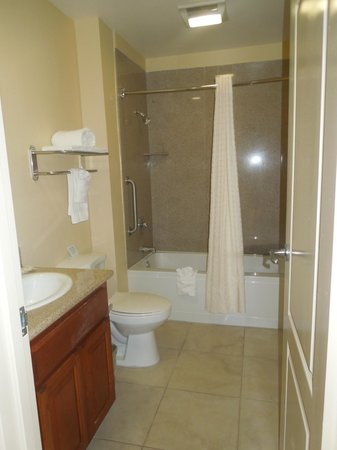 Comfort Inn Cockatoo Near LAX Airport: Bathroom