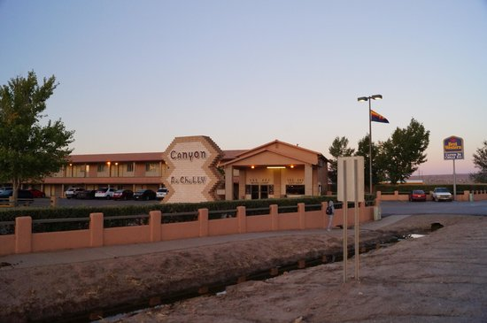 Best Western Canyon De Chelly Inn : Front of hotel