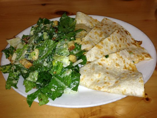 Niska Dining Room and Lounge: Quesidilla and Ceasar Salad