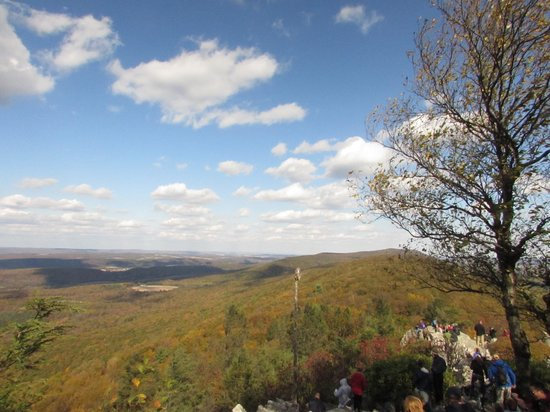 Hawk Mountain Sanctuary: View from North Lookout
