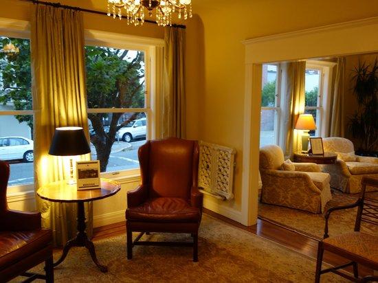 Hotel Drisco : Old-world charm, tea lounge.