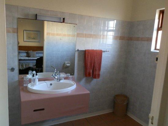 Lamberts Bay Hotel : bathroom