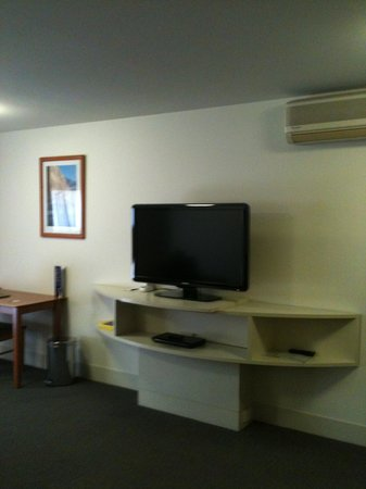 The Old Woolstore Apartment Hotel: Large TV