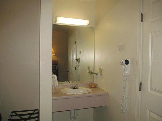 The  Northern Door Inn: bathroom