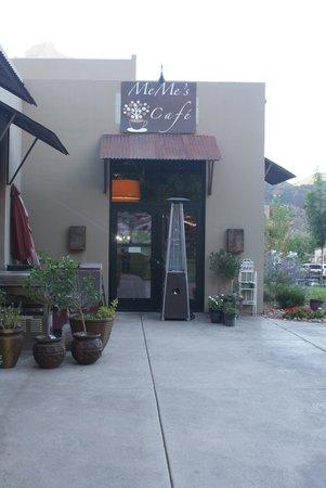 MeMe's Cafe : Outside area