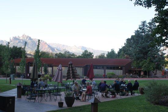 MeMe's Cafe : Outside Cafe area