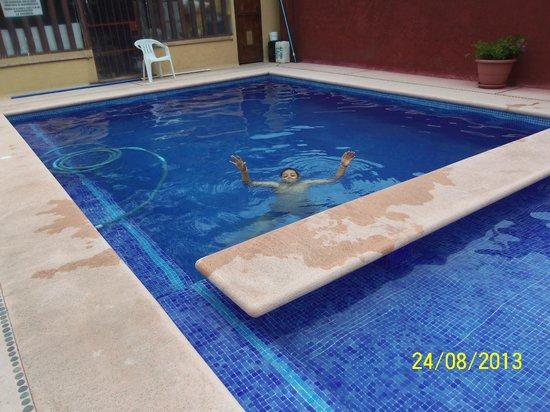 Villa El Arca: Niño guapo ahogandose