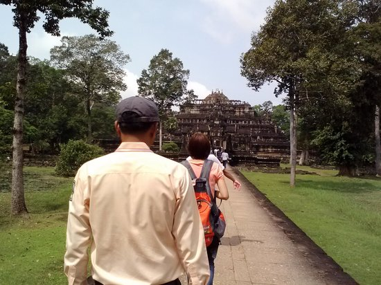 Angkor Wat Services day tours: Temples & Poan :)