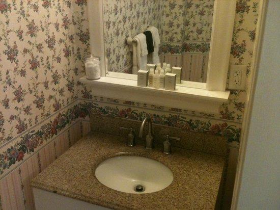 Snug Cottage: Banheiro super bem decorado
