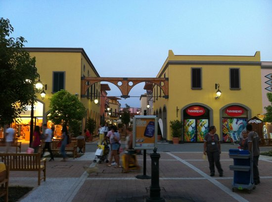 ‪Cilento Outlet Village‬