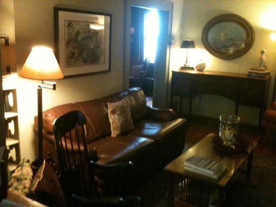 Snug Cottage: Sala de estar