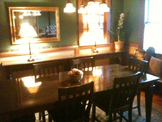 Snug Cottage: Sala de Jantar, onde é servido o café da manhã