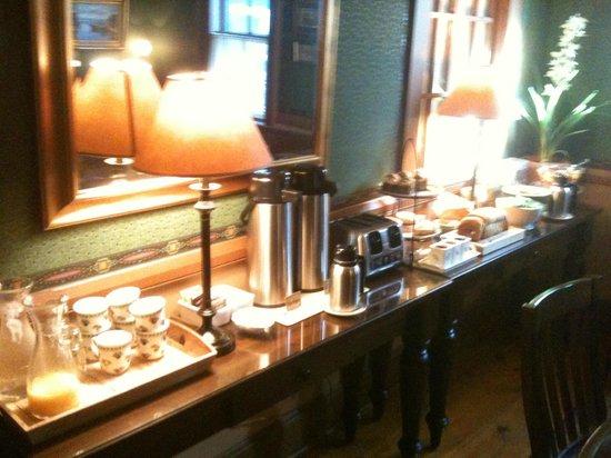 Snug Cottage: Café da manhã