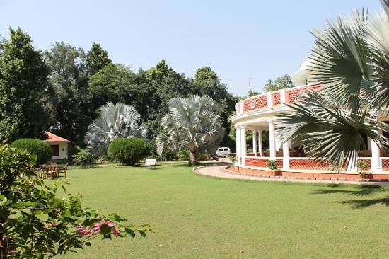Vivanta by Taj - Sawai Madhopur Lodge : Beautiful Gardens