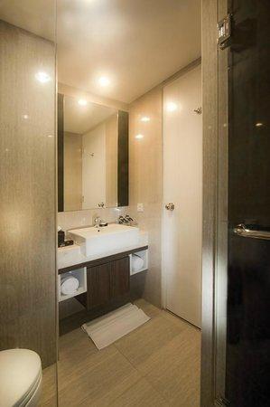 Hotel Neo Mangga Dua Square : Bathroom