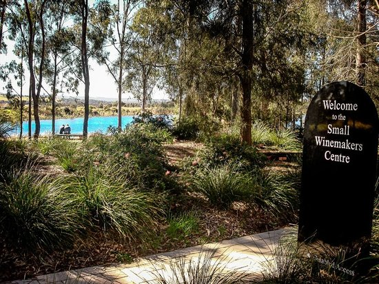 Small Winemakers Centre : Our Beautiful Grounds