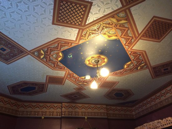Lumber Baron Inn & Gardens: All of the ceilings have been papered in 1890s designs. Gorgeous!