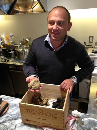 Muccini Italia, Ginza: Mr. Muccini and the fresh truffle just arrived from Italy