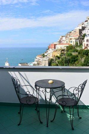 Residence La Tavolozza: Lilac Balcony