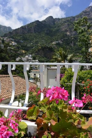 Residence La Tavolozza: Positano View from Yellow Room