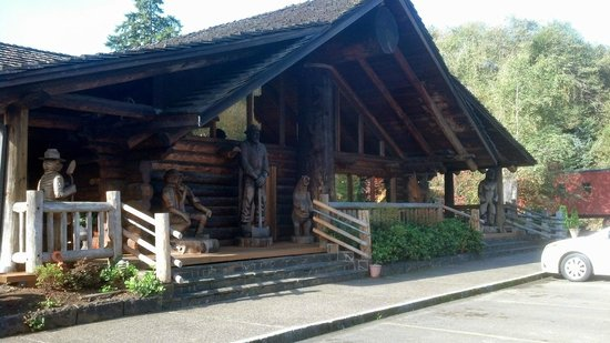 Camp 18 Gift Shop & Restaurant : Front of the restaurant