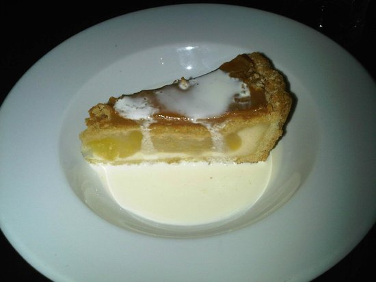 Villaggio: Freezing Cold apple pie with no other option other than Cream.  The Worst I've ever had!