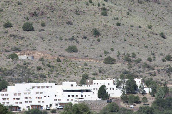 Indian Lodge: view of the hotel from across the valley