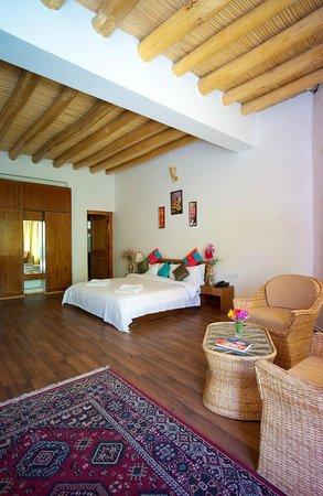 Reenam Hotel: room
