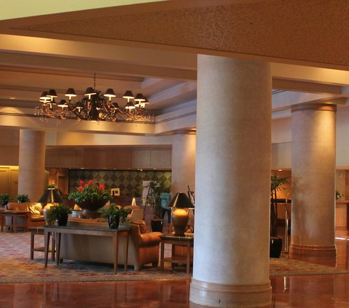 Sheraton Crescent Hotel: Relaxing lobby