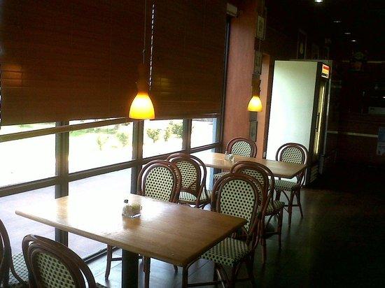 Rituals Coffee Shop : Interior, coming in