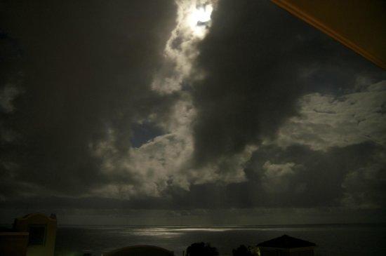 The Point Coolum Beach : Moonlight off the ocean
