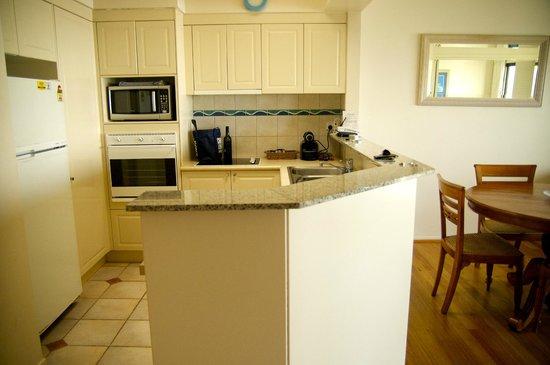 The Point Coolum Beach : Kitchen