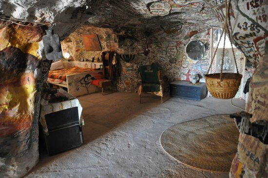 Crocodile Harry's Underground Nest: Harry's bedroom, rumours are that it was well used.