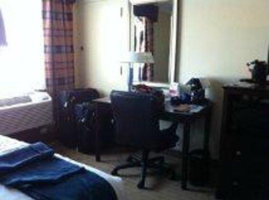 Holiday Inn Express Boston: habitación: escritorio