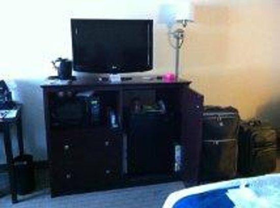 Holiday Inn Express Boston: habitación: TV, microondas, heladerita