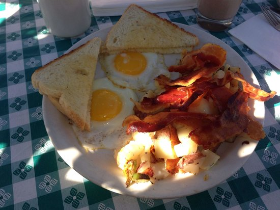 Country Cottage Diner: Prices are acceptable and the food us good