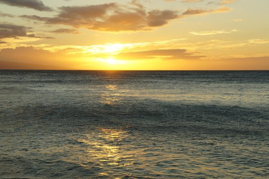 Sands of Kahana : Sunset view from the beach