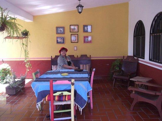 Casa Alvarada: afuera de nuestra habitacion