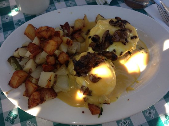 Country Cottage Diner: One of today's specials was crab cake eggs Benedict , I added mushrooms to top it off for an ext