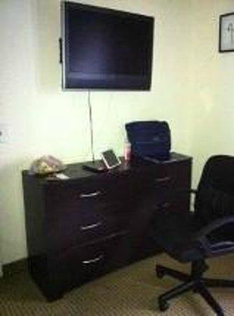 Metro Apartments: Habitación: escritorio