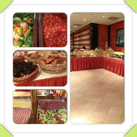 Hotel Caesar Prague : Breakfast set up