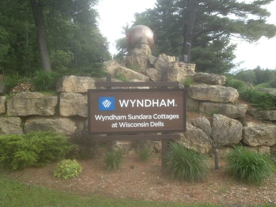 Sundara Inn and Spa: Wyndham Sign of Property
