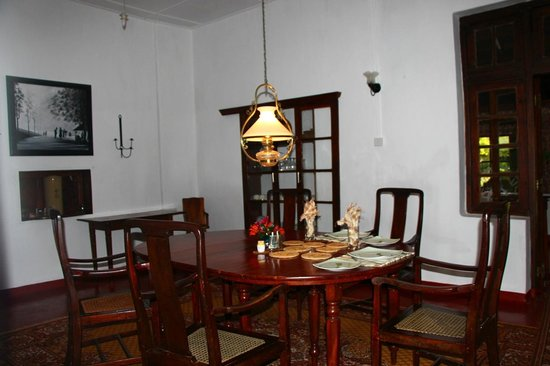 Kelburne Mountain View Cottages: Dining room in Airie Cottage