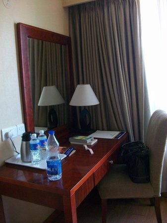Hotel Krishna Palace: writing desk that couples up as a dressing table too